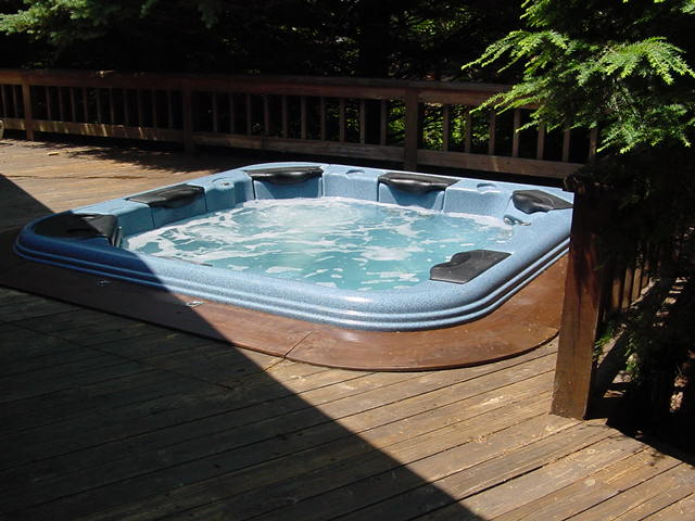 Built in spa - Bolton Landing