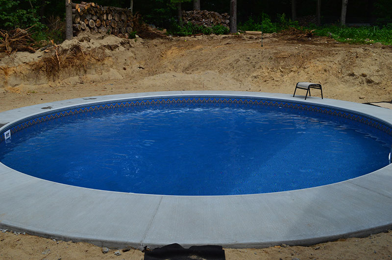 24' Round Rockwood Pool in Queensbury